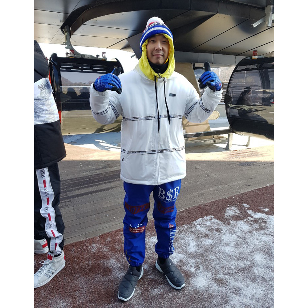 BSRABBIT bsrabbit@BSRABBIT CELEBRITY 하하 비에스래빗 BSRABBIT SBS 예능 '런닝맨' 의상 협찬BSR KNIT BEANIE NAVY  BSR ALWAYSFUN HOODWARMER FLUORESCENT YELLOW  TIDY HN STADIUM JACKET WHITE  TFWBBT WATERPROOF JOGGER PANTS BLUE