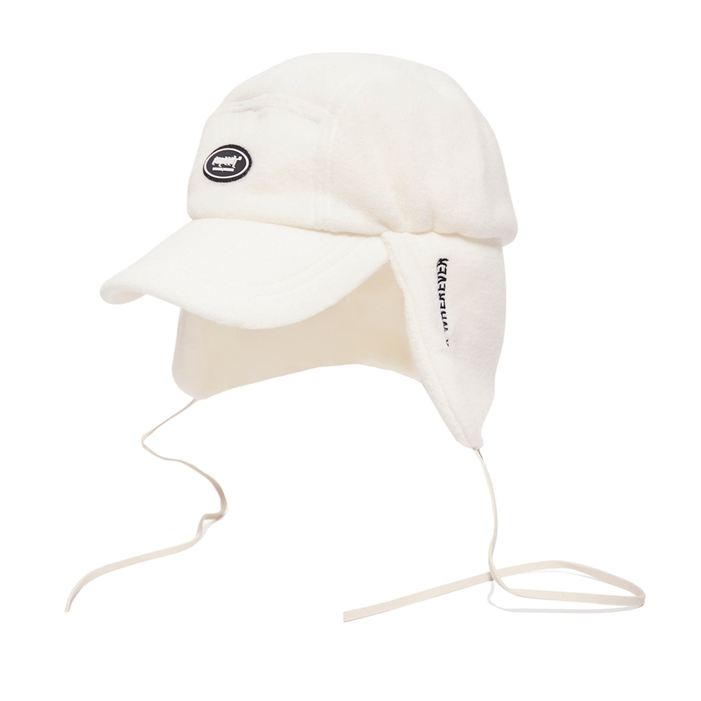 자체브랜드 BSW FLEECE EARFLAP CAP WHITE