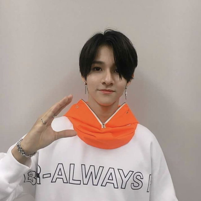 BSRABBIT bsrabbit@BSRABBIT CELEBRITY 사무엘 비에스래빗 BSRABBITSBS MTV '더 쇼' 의상 협찬 BSRALWAYS CREWNECK WHITEBBB Waterproof ZIP UP HOODWARMER ORANGE